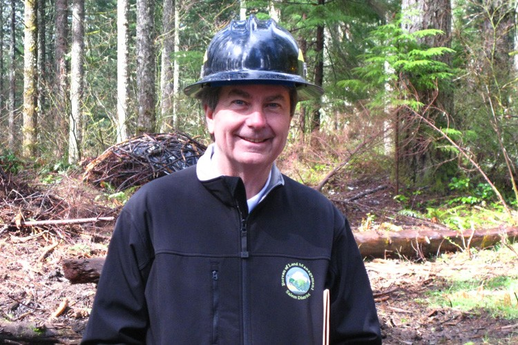 BLM Director Bob Abbey visits a Northwest Forest Plan timber sale that included regeneration harvest and thinning near Salem, OR.