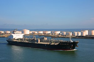 Budget bill would lift ban on crude exports and incentivize renewables