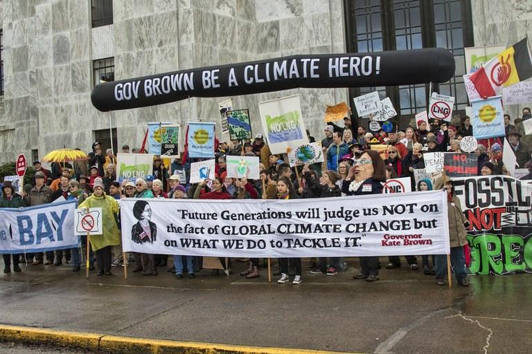 Jordan Cove pipeline moves forward, despite Oregon's opposition