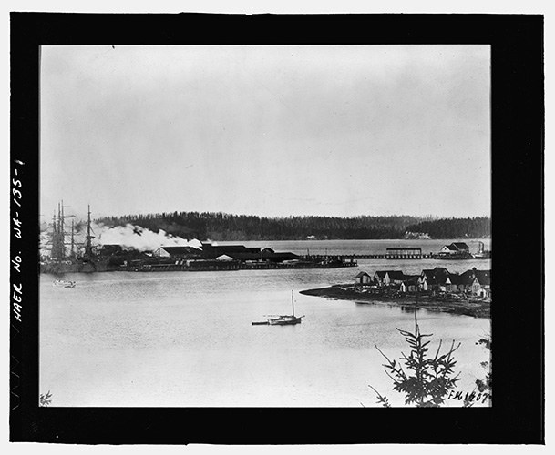 A S'Klallam village at Point Julia stretches out toward the Pope & Talbot mill in this 1907 photograph.
