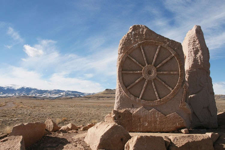 A sandstone monument in the southwest corner of the San Luis Valley of Colorado, marking the place where one of the branches of the Old Spanish Trail crossed.