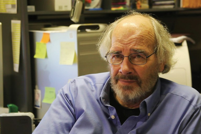 Jack Horner, a paleontologist who won't even look at a commercial find like the Dueling Dinosaurs.