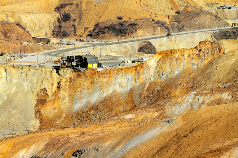The cascade of rock damaged giant trucks and digger machines, but none of the 500 people who work the 2.75-mile-wide, 0.75-mile-deep pit was injured.
