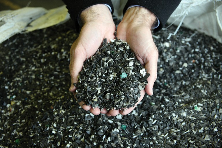 Oregon-based Agilyx turns shredded plastic waste into synthetic crude oil.