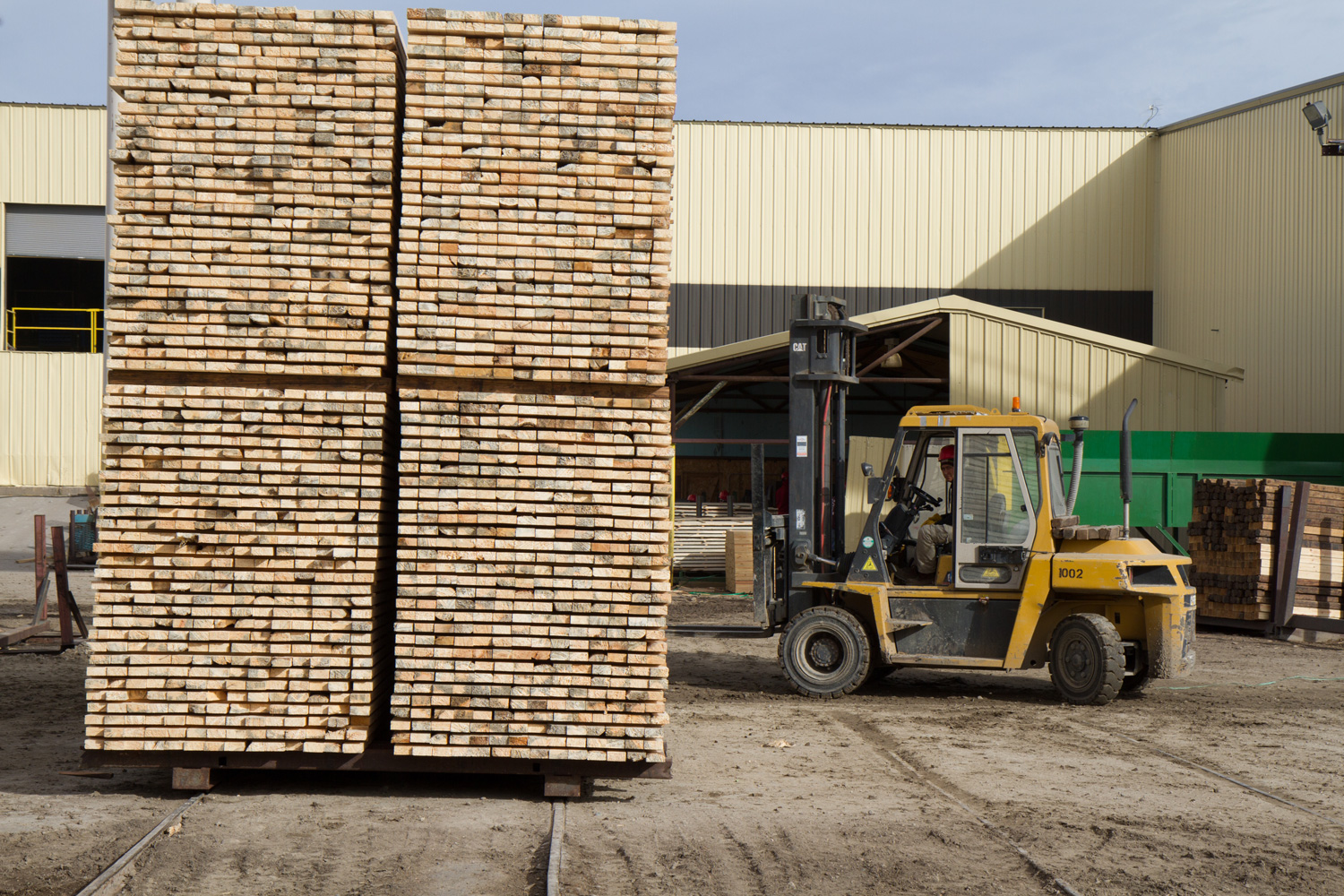 Movers Shakers Bob Br Ex Lowgradelumber Has Launched Bjb Milling Lumber Eugene Or Eric Marr Been Named Mgr Of Alpine Durango Co