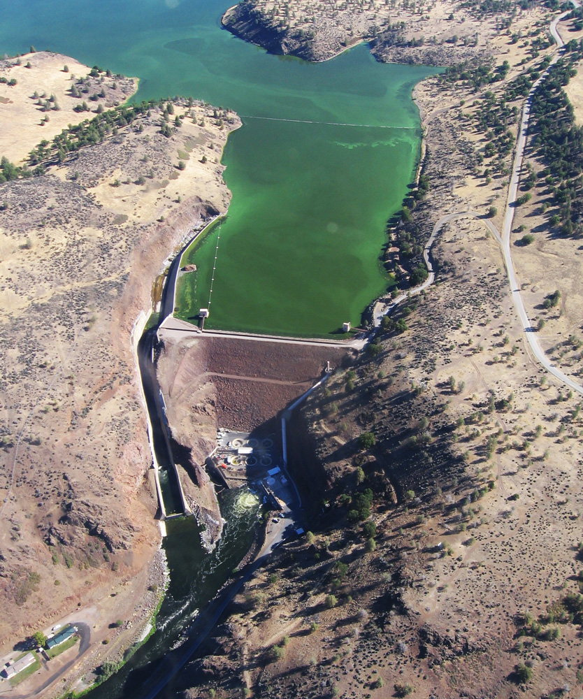 Hope fades for klamath river accords hope for the klamath river an algae bloom above iron gate dam part of pacificorps klamath hydropower project platinumwayz