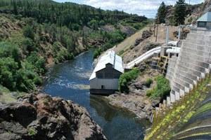 Latest: Klamath dams to come down