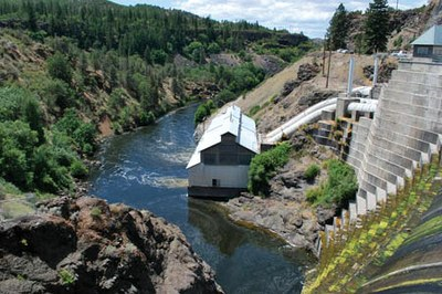 Latest: Klamath dams to come down