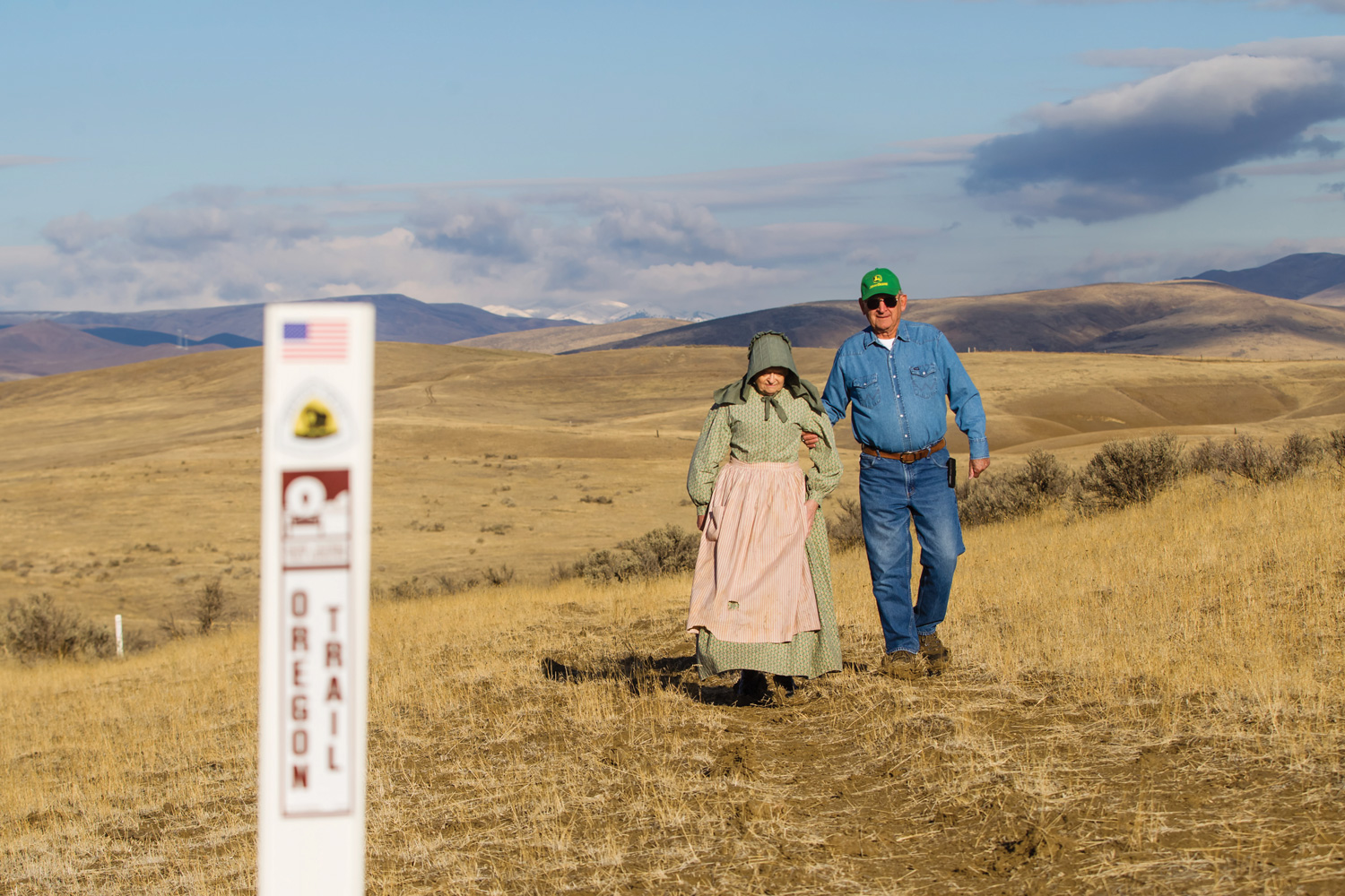 Muriel, In 1852 Period Garb, And Gail Carbiener, Who Have Helped Erect Oregon  Trail Signs And Markers, Walk On The Oregon Trail At Birch Creek