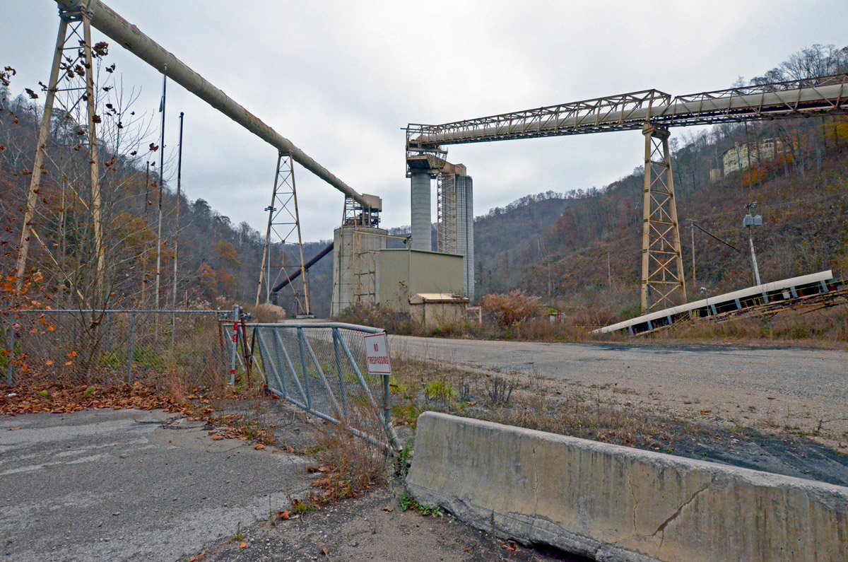 An unused coal preparation plant in southern West Virginia deteriorates. Mark Olalde/Center for Public Integrity
