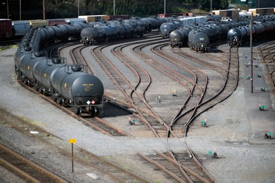 As oil trains roll into Portland, city residents keep watch